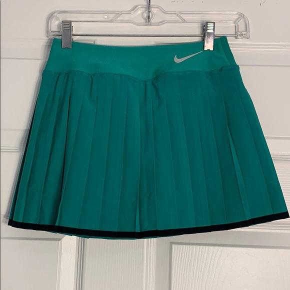 Nike tennis green skort size xs